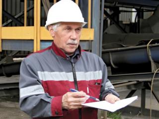 Мансур Мингалеев, мастер участка разливки жидкого чугуна литейного цеха.